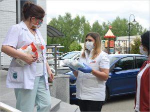В Брянске волонтёры передали в детский онкоцентр медицинские маски