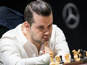Ян Непомнящий проиграл Анишу Гири в первом полуфинальном матче онлайн-супертурнира