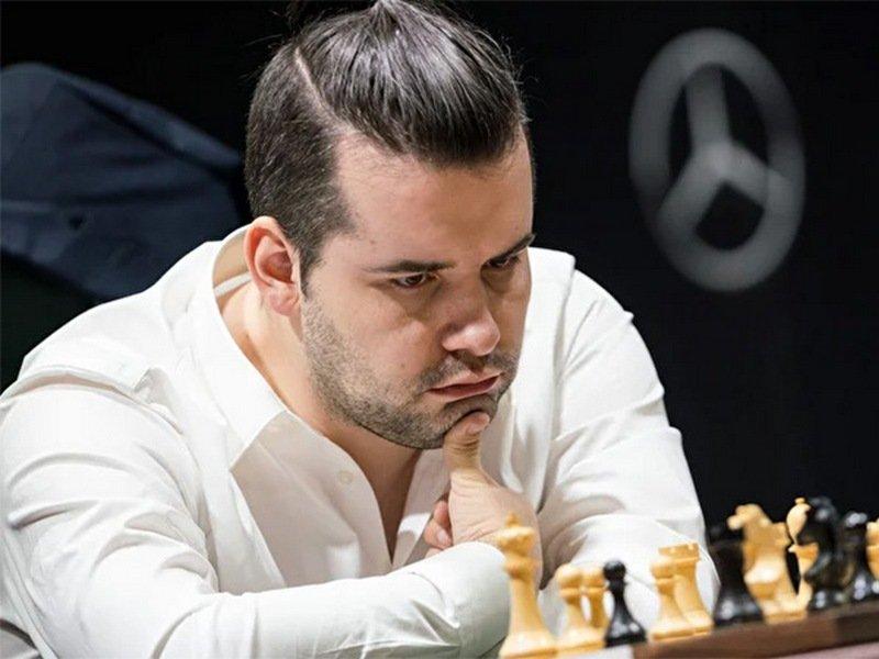 Гроссмейстер Ян Непомнящий одержал одну победу на старте онлайн-супертурнира