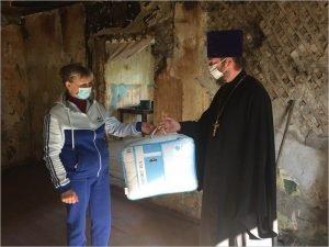 Карачевский благочинный оказал помощь погорельцам вещами и денежным вспомоществованием
