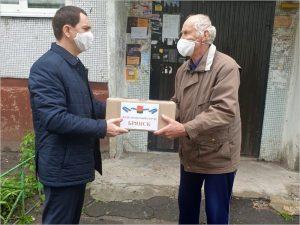 Депутаты Брянского горсовета лично поздравили ветеранов с Днём Победы