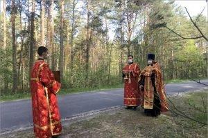 Карачевский благочинный освятил дорогу на месте гибели троих в ДТП