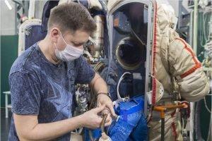 Андрей Бабкин в составе резервного экипажа МКС-64 отработал подготовку к выходу в открытый космос