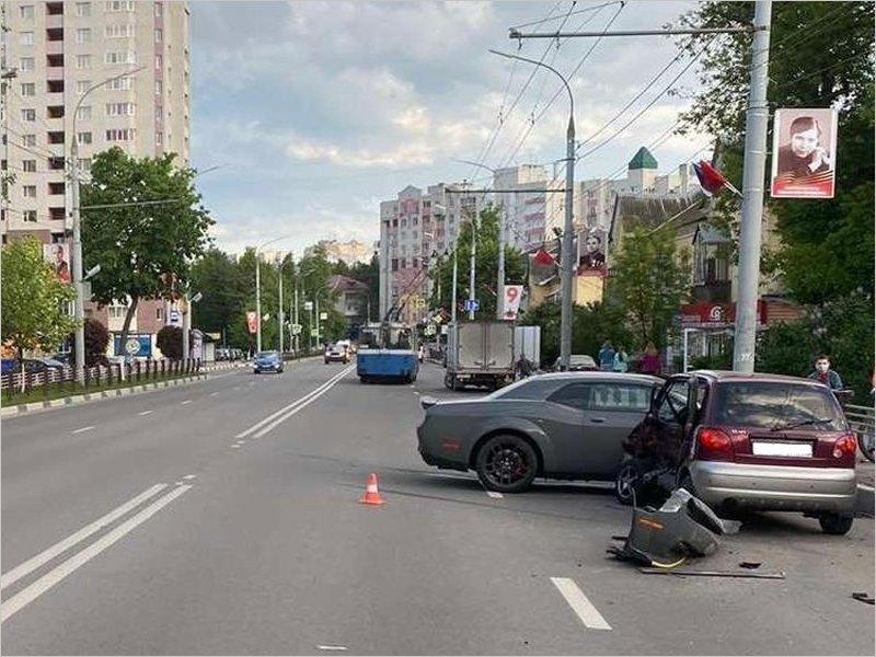 В аварии на улице Дуки женщина-водитель получила тяжёлые травмы