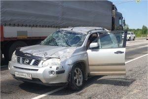 Под Брянском кроссовер влетел под большегруз, его пассажир получил повреждения позвоночника