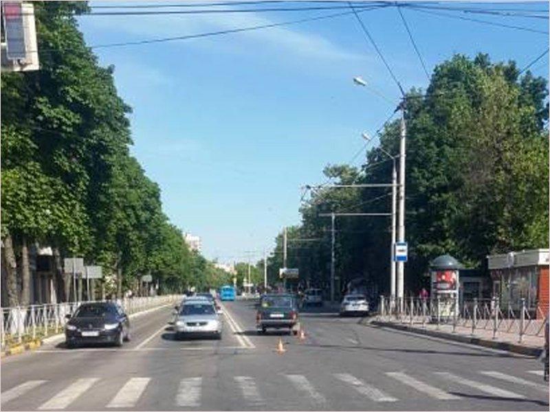 «Пенсионное» ДТП в Брянске: почти 90-летний водитель на «Ниве» протаранил кроссовер