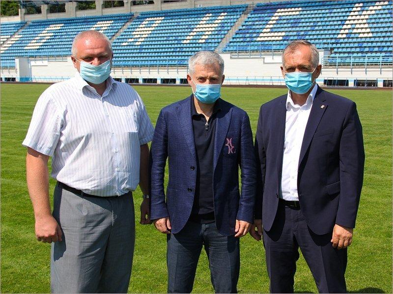Президент ФНЛ получил в Брянске хрустальный мяч и анонсировал начало сезона на 1 августа