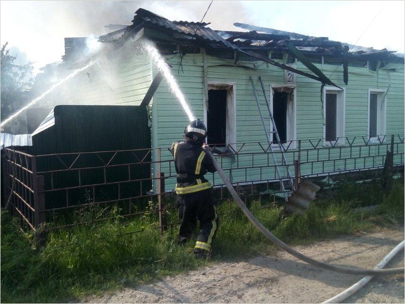 В Бежице сгорел дом. Пожарные утверждают, что жертв нет