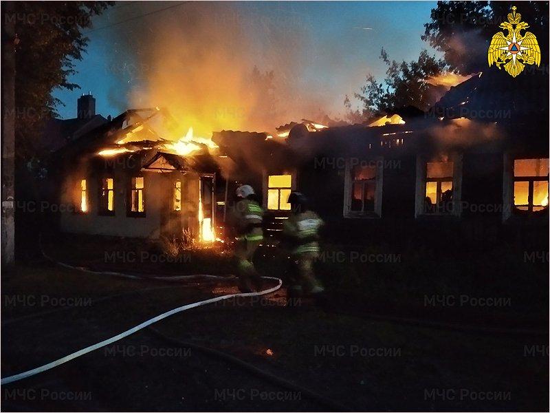 В Карачеве ночью сгорел частный дом. Жертв нет
