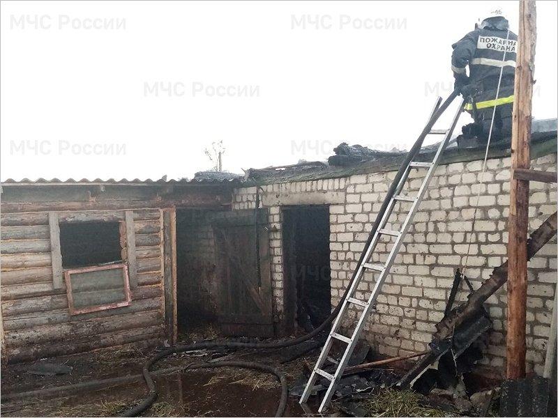 В погарском селе сгорело подворье. Жертв нет