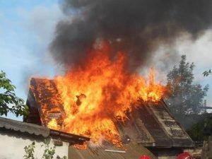 В Брянской области пьяный родственник отомстил старушке за нравоучения, спалив баню