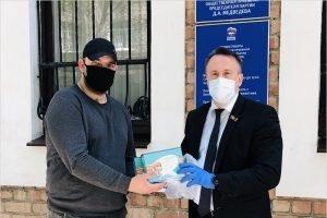 Семье из Брянска передано двести медицинских масок от Михаила Иванова
