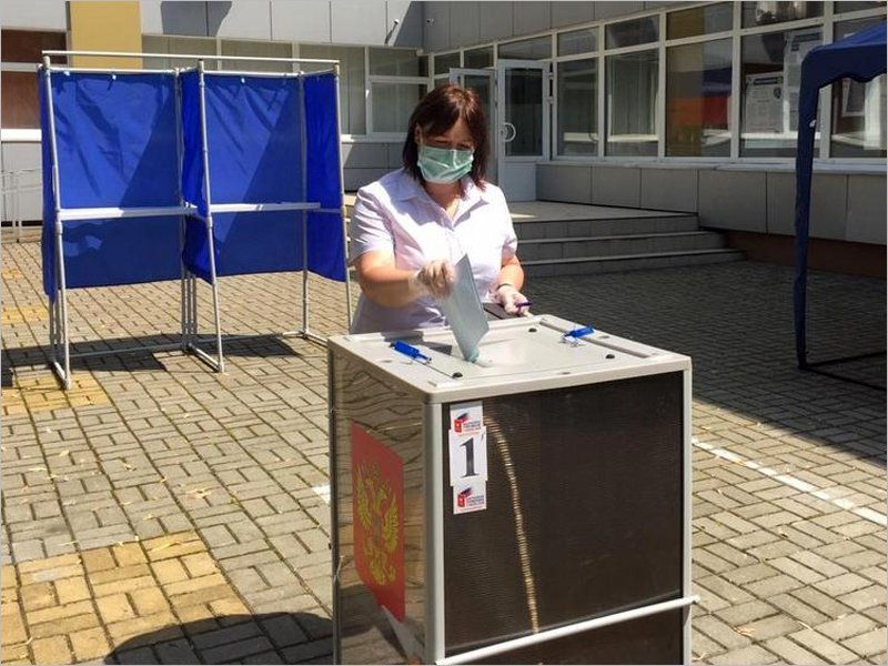 «Голосую за то, чтобы жизнь каждого гражданина улучшилась» – председатель брянских профсоюзов проголосовала по поправкам в Конституцию