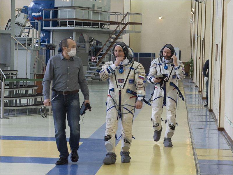 Резервный экипаж «Союза МС-17» выполнил тренировку по срочному спуску с орбиты из-за пожара