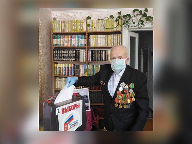 Старейший житель Трубчевска проголосовал  по поправкам к Конституции на дому