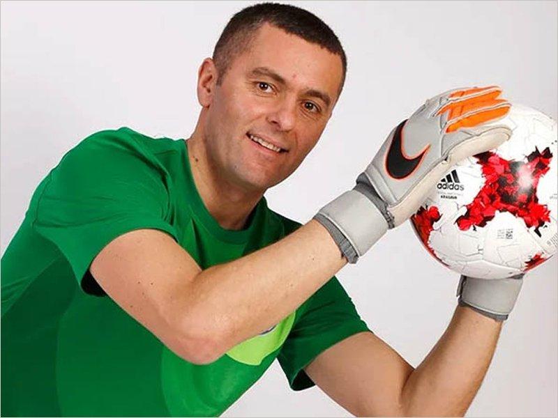В брянском «Динамо» первое занятие провёл новый тренер вратарей
