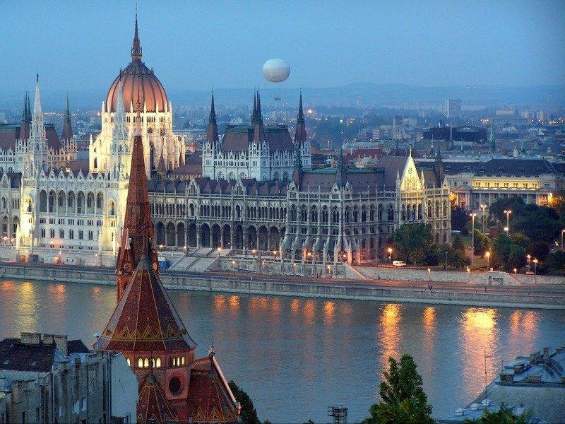 Венгрия станет первой страной Евросоюза, которая пустит россиян