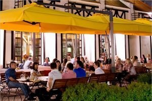 С 12 июля в Брянске будут разрешены летние площадки ресторанов и баров — источник