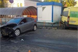 На перекрёстке у брянского автовокзала не разъехались маршрутка и Ford Focus