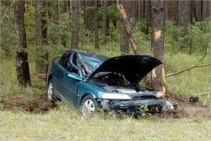 Двое молодых людей заехали на Opel'е в дерево. И отправились в больницу