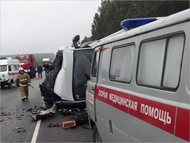 Машина с брянскими номерами попала в смертельное ДТП в Калужской области