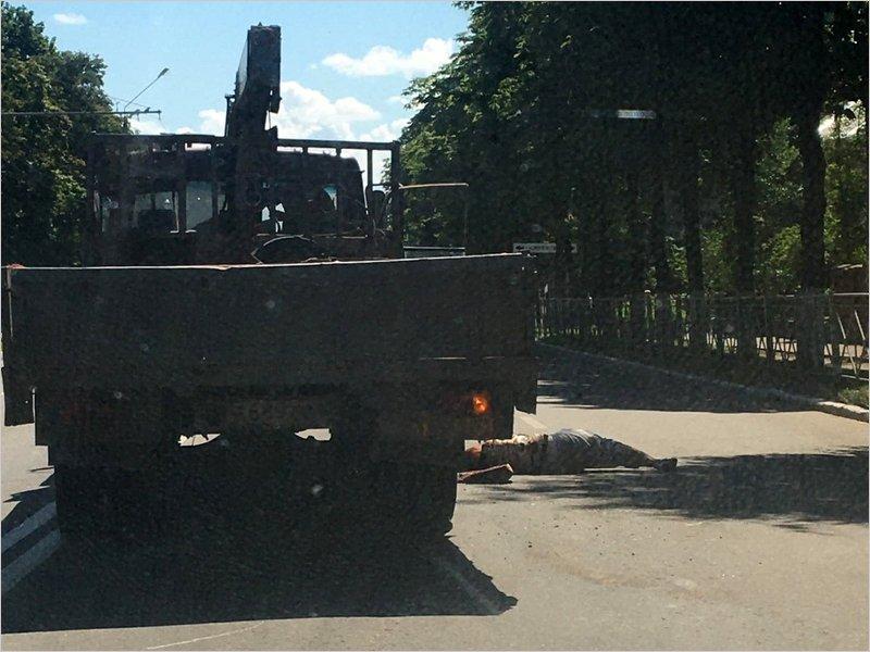 В Брянске на переходе подъёмный кран сбил женщину. Возможно насмерть
