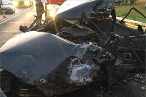 Водитель заехавшей на брянской трассе под большегруз легковушки остался жив