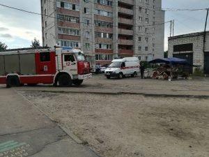 В Брянске мужчина попытался сжечь уличную торговую палатку и продавца