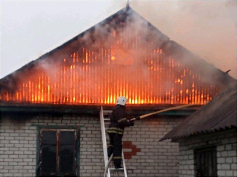В Карачеве сгорел жилой дом. Обошлось без жертв
