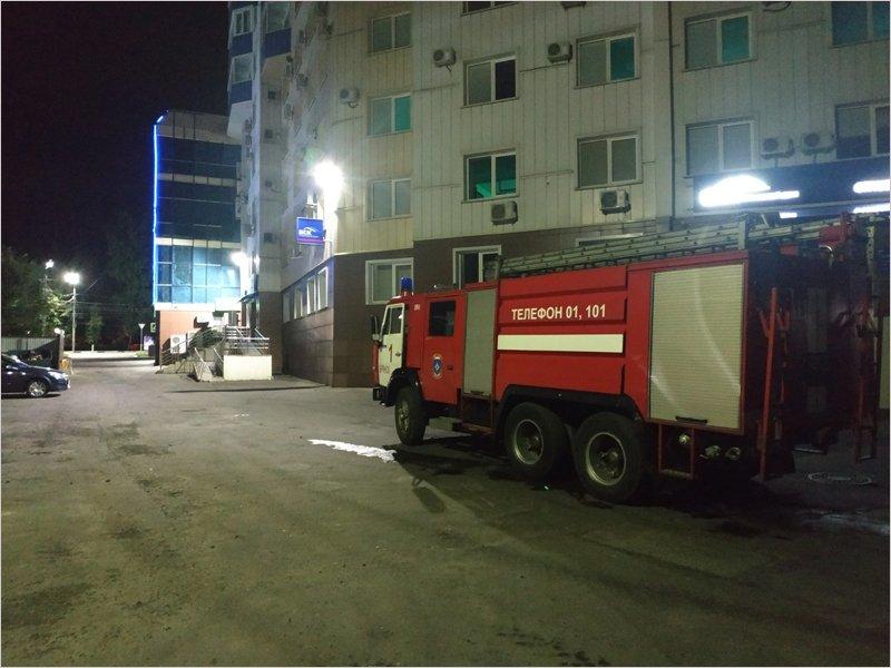 Ночью в среду брянские пожарные примчались тушить ТРЦ «Мельница»