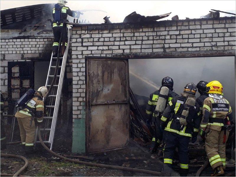 В Супонево под Брянском сгорели два гаража