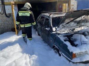 В пригороде Брянска средь бела дня сгорела легковая машина