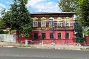 В Брянске ремонтируется сгоревший в марте исторический дом на улице Фокина
