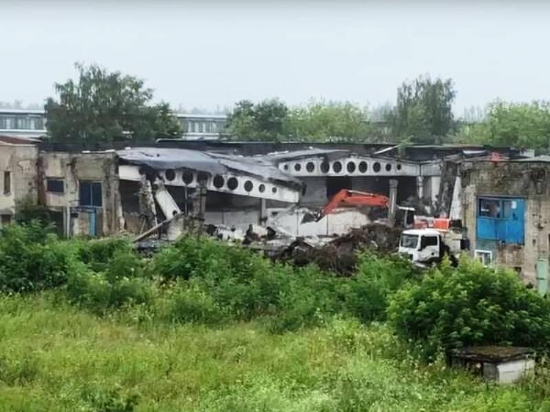 В Брянске сносят последние корпуса бывшего завода «Литий»