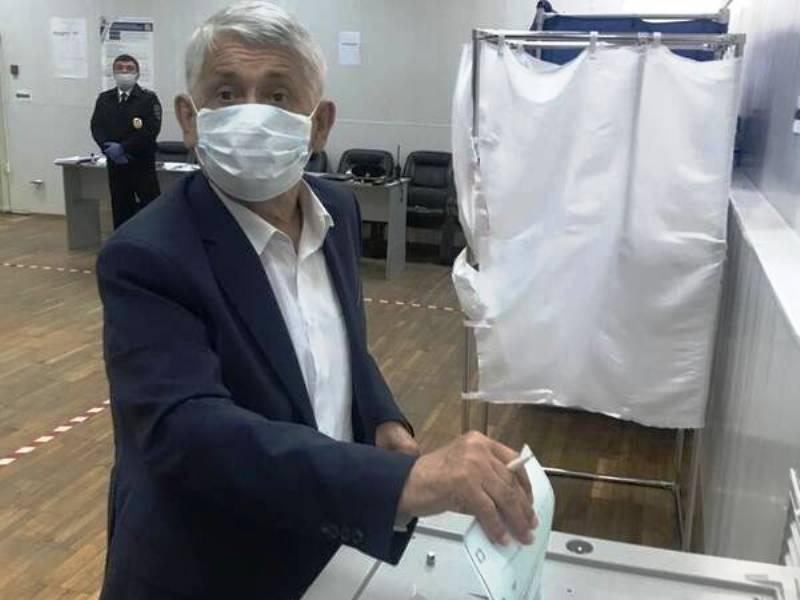 Брянский экс-губернатор Юрий Лодкин проголосовал за поправки к Конституции, против которой он голосовал 27 лет назад