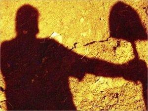 В Белых Берегах мужчина убил оппонента лопатой