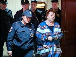 Экс-бухгалтер брянского драмтеатра, проходившая по «делу Серебренникова», освобождена от наказания, но не от возмещения