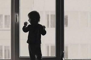 В Брянске 8-летняя девочка разбилась насмерть, выпав из окна