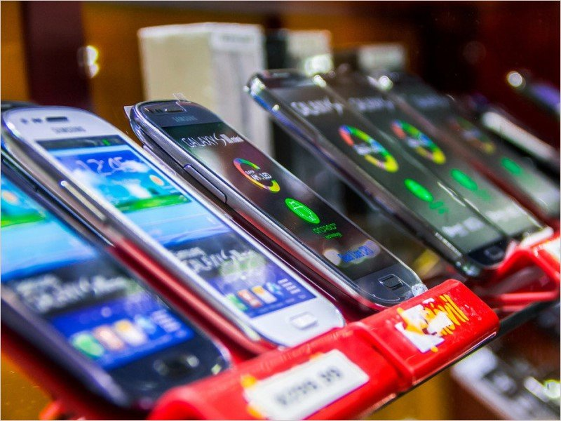 Жители Брянской области платили в 2020 году за смартфон прожиточный минимум и даже больше