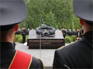 В Петербурге открыт памятник погибшим в Баренцевом море подводникам с АС-31