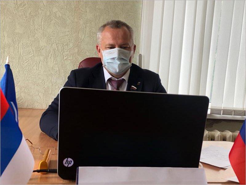 Жители унечской Казанщины пожаловались депутату Госдумы на отсутствие остановки