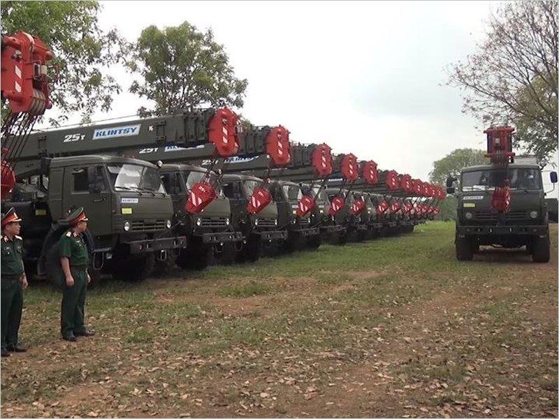 Клинцовские автокраны поставлены Вьетнамской народной армии