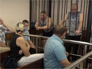 Участковых, которых судят за фабрикацию уголовного дела, «отмазывают» московский, смоленский и брянский адвокат с судимостью