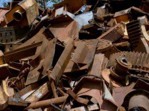 В Севском районе двое рабочих попались на краже металла со стройки