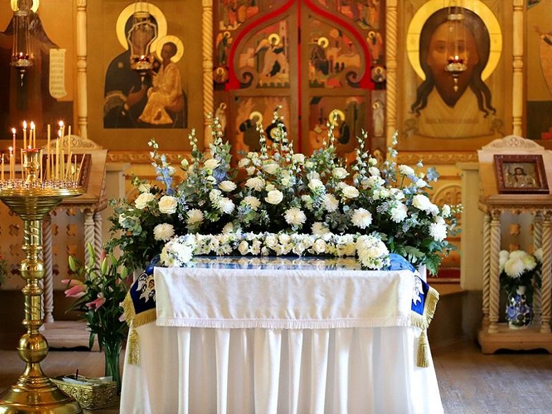 Православные жители Брянска отмечают праздник Успения Пресвятой Богородицы