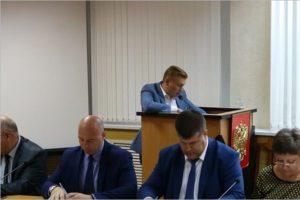 В Брянске по собственному желанию уволился зам главы горадминистрации по строительству