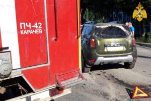 В столкновении двух легковушек в Карачеве пострадали три человека