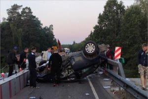 «Полицейская» авария под Брасово: разбитый Chevrolet Cruze заблокировал путепровод