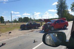 В столкновении легковушек в посёлке Ивот получили травмы две женщины