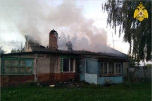 В почепском селе сгорел двухквартирный дом. Жертв нет